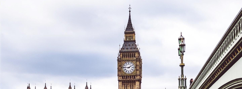 Pünktlichkeit - Zeichen des Respekts, hier im Foto der Elizabeth Tower in London mit der Glock Big Ben