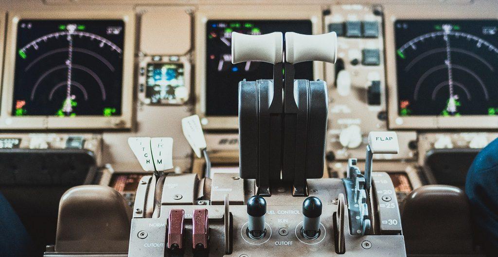 Ziele - wofür wir uns einsetzen. Im Foto mit einem Flugzeugcockpit versinnbildlicht.